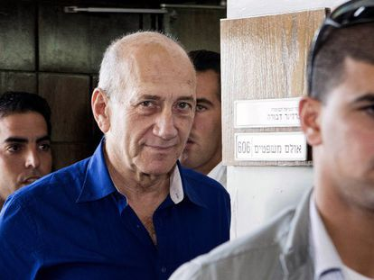 O ex primeiro-ministro Ehud Olmert no tribunal de Tel Aviv.
