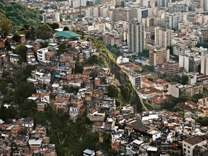 Vista da favela da Matinha, junto ao bairro da Tijuca, de classe média. / FRANCESCO ZIZOLA