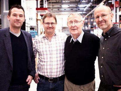 De esquerda para a direita: Jonas, Mathias, Ingvar (o pai e fundador da Ikea, que morreu no último dia 27) e Peter Kamprad.