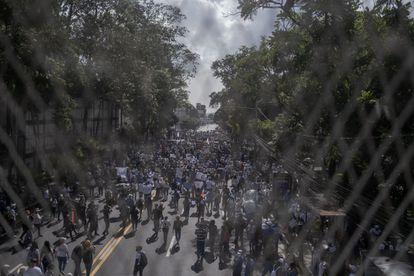 A marcha uniu setores tão diversos quanto estudantes, feministas, grupos pró-vida, sindicalistas e simpatizantes do FLMN e da Arena.
