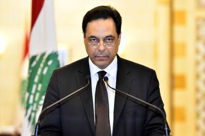 Hassan Diab durante anúncio de sua demissão do cargo de primeiro-ministro do Líbano, nesta segunda.