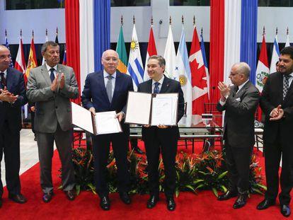 Representantes do Mercosul e do Canadá assinam ata de negociação de acordo de livre comércio.