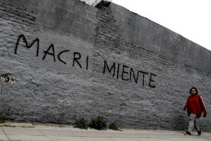 Pichação contra o presidente em Buenos Aires diz que 'Macri mente'.