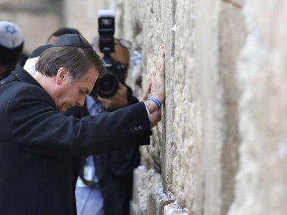 O presidente Jair Bolsonaro no Muro das Lamentações, em Jerusalém, nesta segunda-feira.