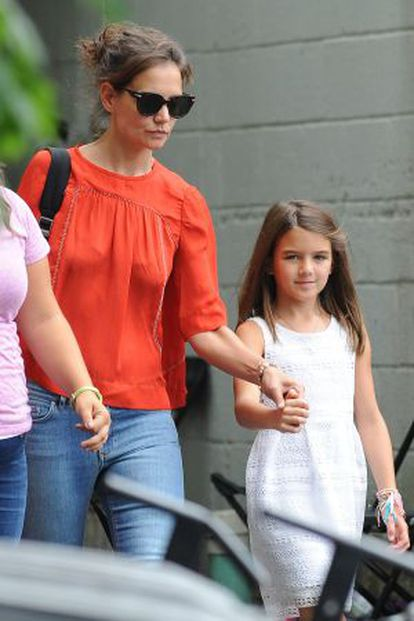 Katie Holmes e Suri Cruise, em Nova York: filha da atriz com Tom Cruise estuda na unidade da escola Avenues em Nova York.