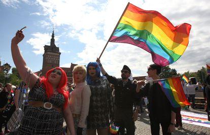 Participantes da marcha LGTB polonesa em maio de 2015 em Gdansk.