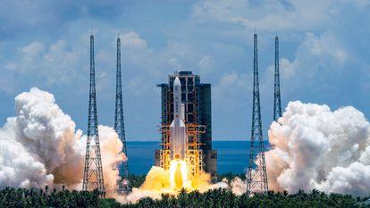 Imagem cedida pela agência de notícias chinesa Xinhua News, mosrra o lançamento da sonda Tianwen-1, para Marte.