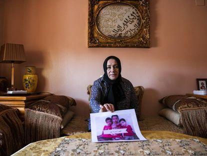 Hafida, mãe de um combatente do ISIS falecido na Síria, reclama que lhe devolvam a seus netos que estão em um campo de retenção para jihadistas.