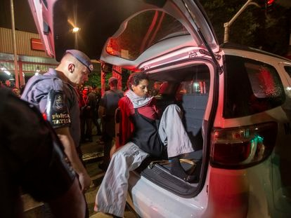 Manifestantes é detida após ato do MPL em São Paulo.
