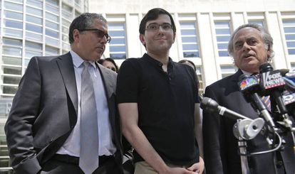Martin Shkreli e seus advogados, neste sábado.
