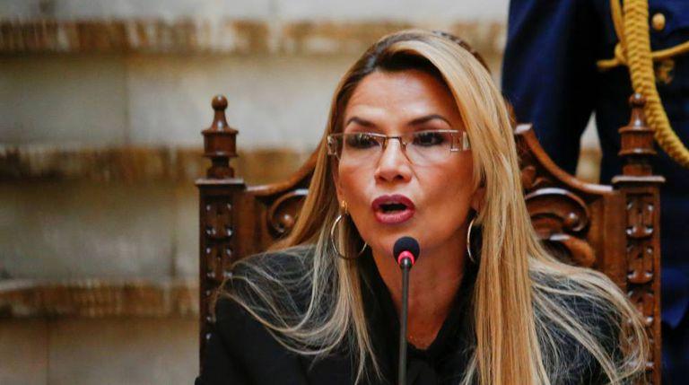 A presidente interina da Bolívia, Jeanine Añez.
