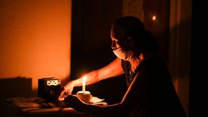 Maria Félix de Carvalho, 58 anos, durante o apagão de energia no Amapá ocorrido no final de 2020.