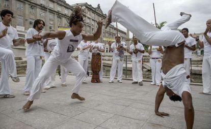 Uma roda de capoeira no Rio de Janeiro.
