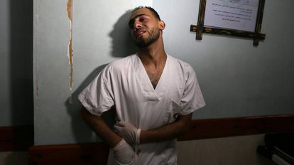 Enfermeiro em um hospital em Gaza na sexta-feira passada