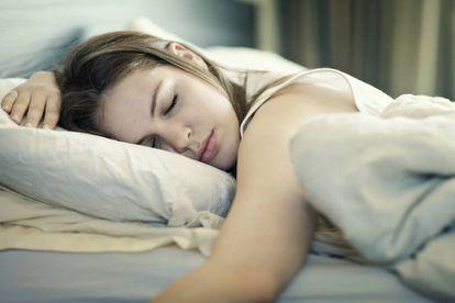 Ao dormir, são reativadas as redes de memórias relacionadas que foram adquiridas durante o dia.