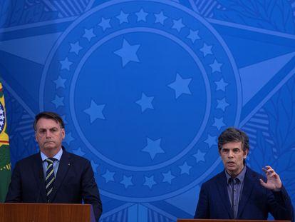 Jair Bolsonaro e o novo ministro, Nelson Teich.