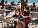 VALENCIA 11–5-20Apertura de establecimientos hosteleros abiertos en Gandía que ha pasado a fase 1, en la imagen  Restaurantes en el puerto de GandíaFOTO, MÒNICA TORRES EL PAÍS