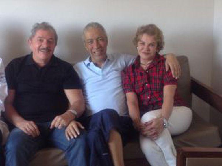 Lula e Marisa visitam Marcelo Déda no hospital, em outubro.