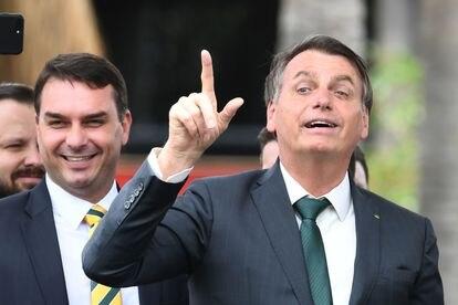 Flávio Bolsonaro e o pai, Jair.