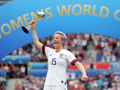 Megan Rapinoe celebra tetracampeonato dos EUA na Copa do Mundo de futebol feminino, neste domingo, em Lyon.