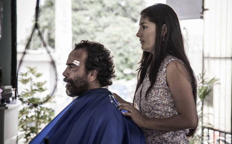 O peruano Damián Alcazar e a peruana Magaly Solier em cena de 'A passageira'.