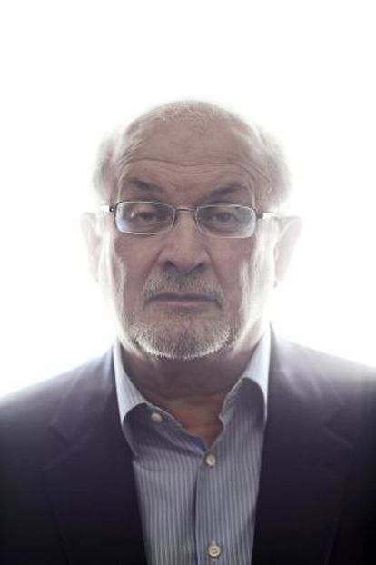 O escritor indiano Salman Rushdie.