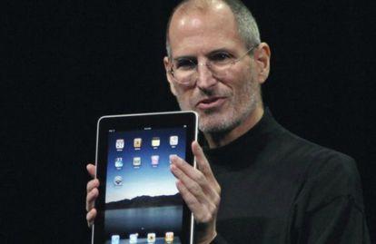 O fundador de Apple, Steve Jobs, na apresentação do iPad em 2010.