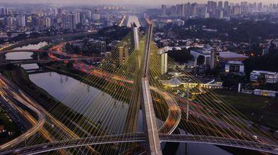 """Ponte Octavio Frias de Oliveira, a ponte estaiada, um dos """"lugares difíceis"""" de São Paulo. DANNY LEHMAN (CORBIS)"""