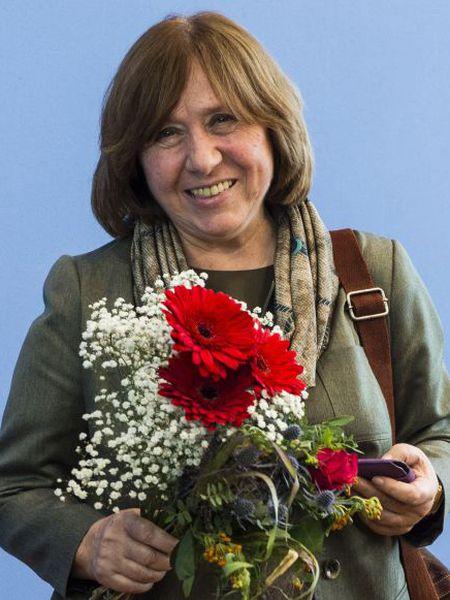 Svetlana Alexievich durante a entrevista coletiva em Berlim.