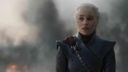 Daenerys Targaryen, filha do Rei Louco, honrando o legado familiar.