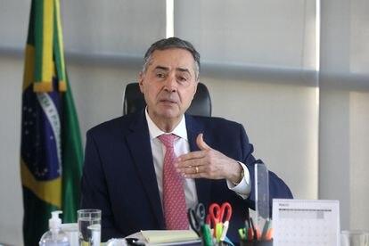 O ministro Barroso em reunião com presidentes de TREs, em 1º de Maio.