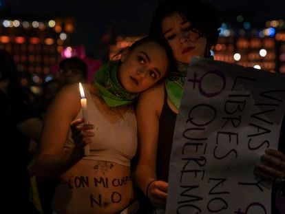Mulheres participam de marcha contra a violência de gênero na Cidade do México.