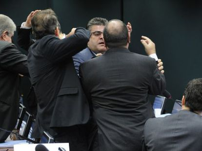 Deputados saem no tapa durante sessão do Conselho de Ética, nesta quinta.