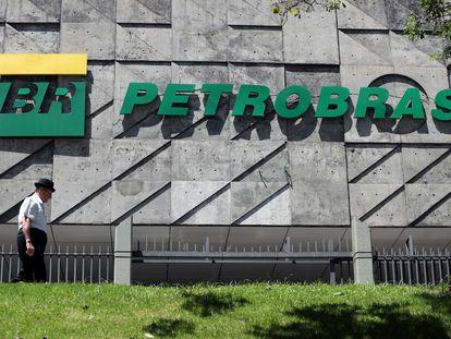 Fachada da sede da Petrobras, no Rio.