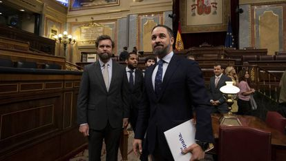 Iván Espinosa de los Monteros e Santiago Abascal, líderes do Vox, no Congresso espanhol.