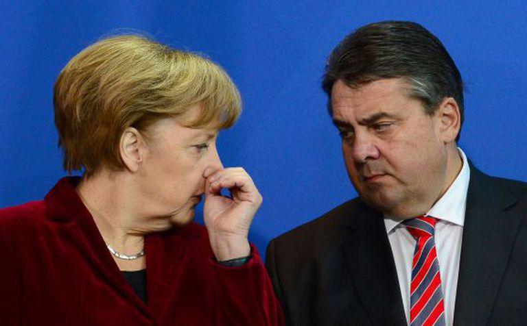 O chanceler alemã, Angela Merkel, e o número dois de seu Governo, Sigmar Gabriel, em Berlim o passado 2 de dezembro.