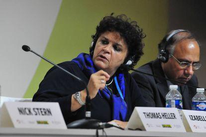 A ministra Izabella Teixeira, na COP21.