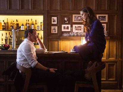 James McAvoy e Alicia Vikander, em 'Submersão'.
