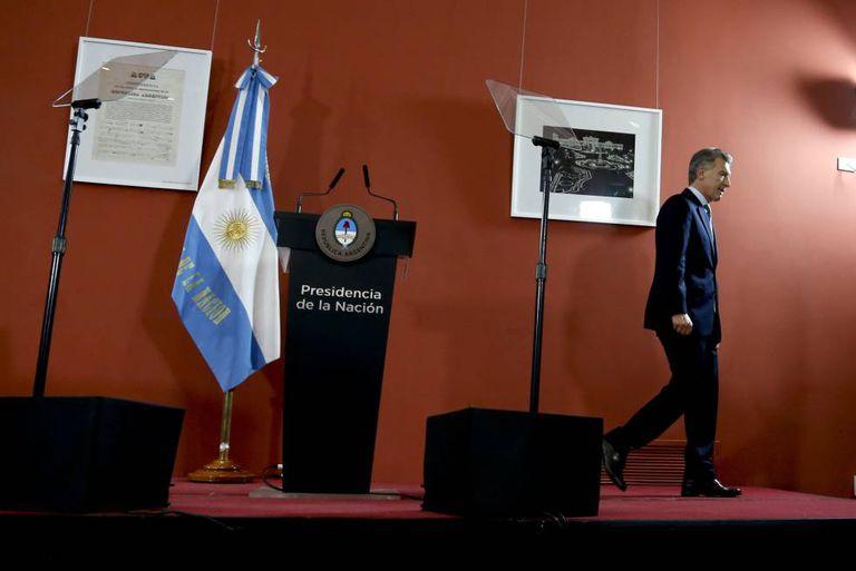 O presidente Mauricio Macri quinta-feira na Casa Rosada, depois de comentar o aumento do índice de pobreza registrado no primeiro semestre do ano.