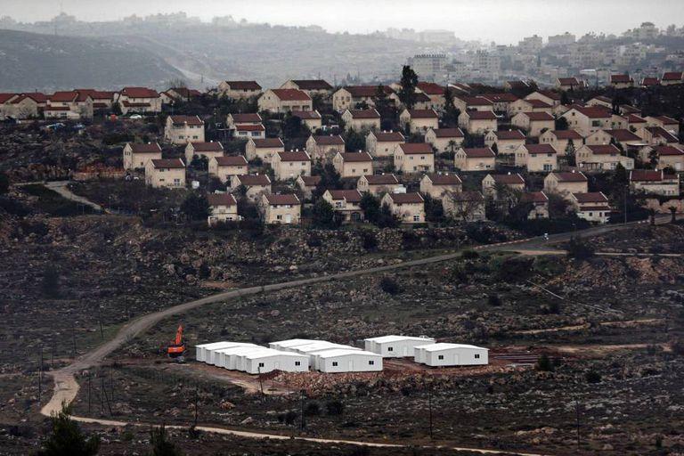 Construção de casas israelenses no norte de Ramallah.