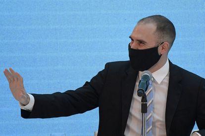 O ministro da Economia da Argentina, Martín Guzmán, anuncia o acordo com os credores estrangeiros, em 31 de agosto, em Buenos Aires.