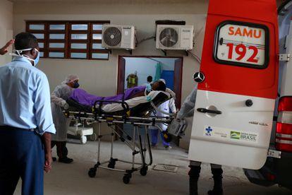 Paciente com suspeita de estar com covid-19 é atendido no Rio.