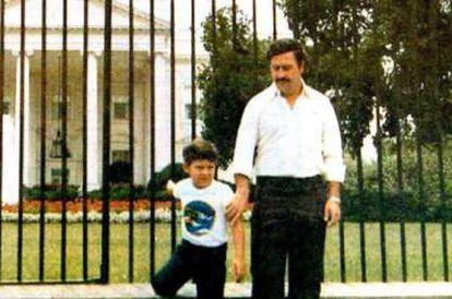 Escobar Gaviria e seu filho Juan Pablo em Washington, nos anos 80.