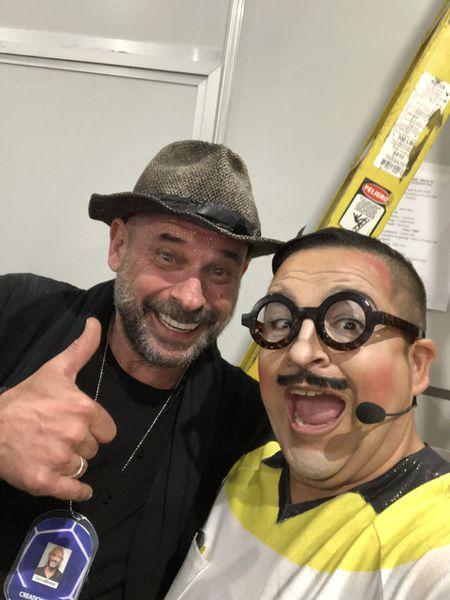 Guy Laliberté (esquerda), fundador do Cirque du Soleil, com Mateo Amieva, em Barcelona. / CORTESIA DE MATEO AMIEVA