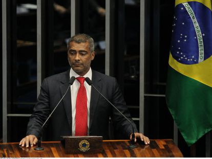 O senador Romário, em uma sessão em Brasília, em maio.