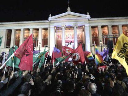 Alexis Tsipras comemora a vitória com seus eleitores.
