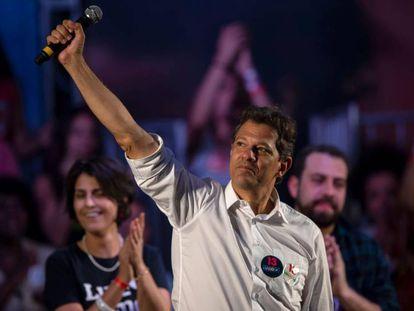 O presidenciável Fernando Haddad, durante um comício no Rio de Janeiro.