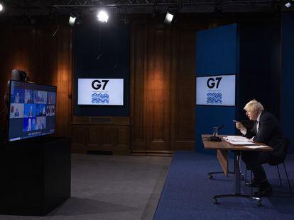 O primeiro-ministro britânico Boris Johnson presidindo a reunião virtual do G7 sobre o Afeganistão, na terça-feira.