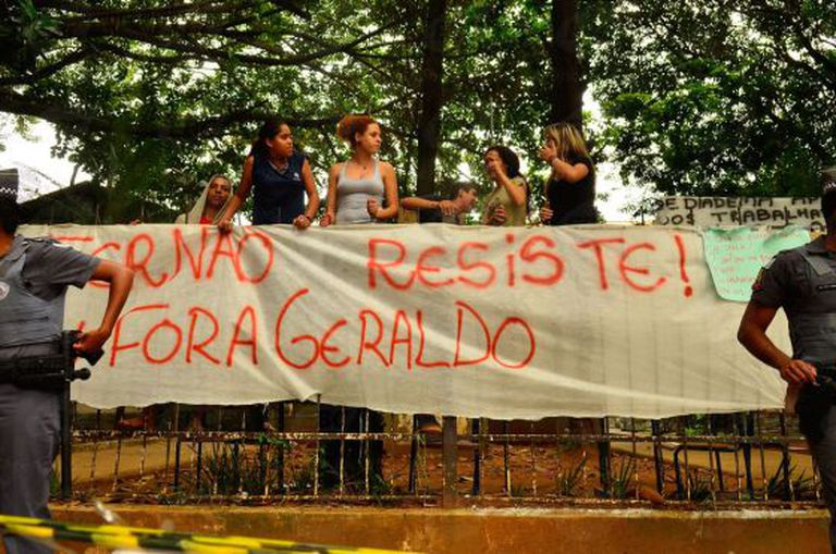 Estudantes na Fernão Dias, escola ocupada em Pinheiros.