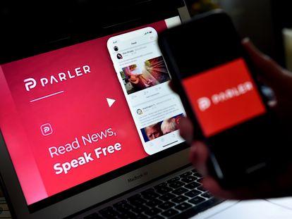 Um usuário utilizar Parler pelo computador e pelo celular.